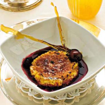 Crema bruciata di riso con succo di ciliegie speziate
